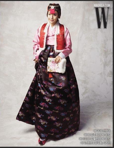 金喜善传统韩服新娘照曝光图片